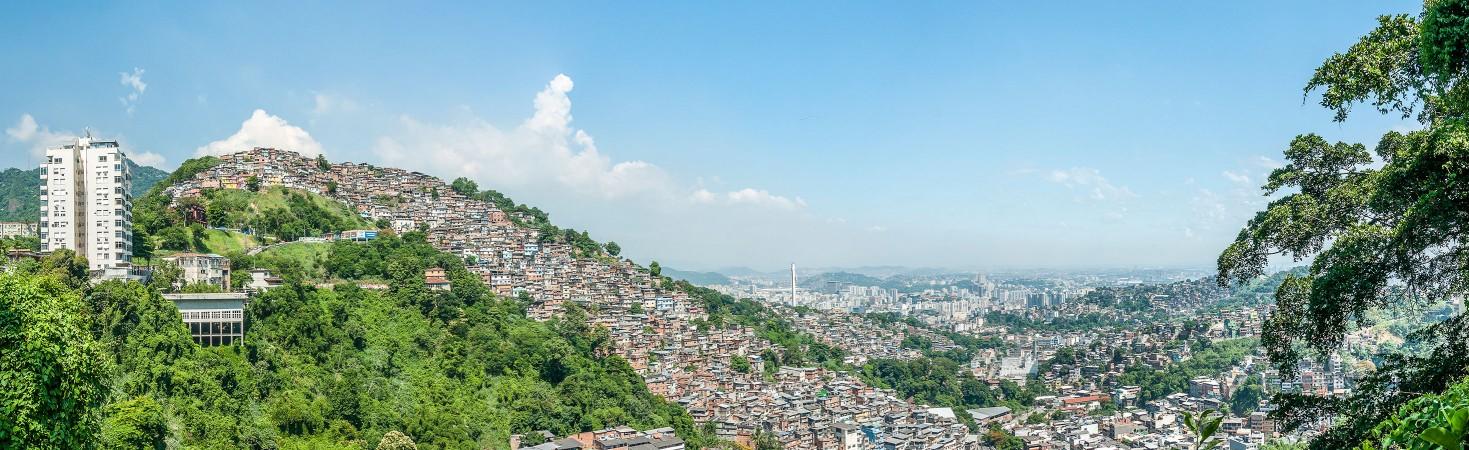 Vista sulla favela di Santa Marta, a ridosso del monte Corcovado
