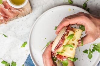 torta al testo prosciutto e formaggio